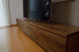 ウォールナット無垢材のテレビボード
