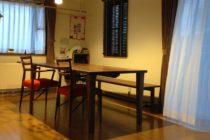 ウォールナット無垢材テーブルと日進木工椅子