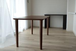 ウォールナット無垢材ダイニングテーブル